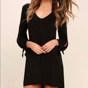 "Lulu's ""Glory of Love Black Shift Dress"". Size: M"